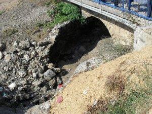 Srušena sporna brana
